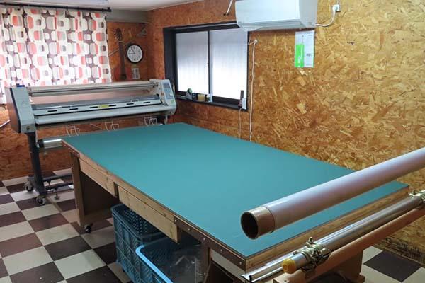 ラミネート作業室